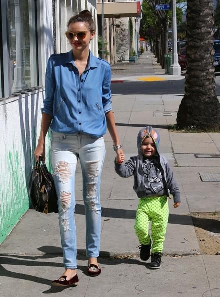 Miranda+Kerr+Jeans+Ripped+Jeans+yfQl9eY4QjIl