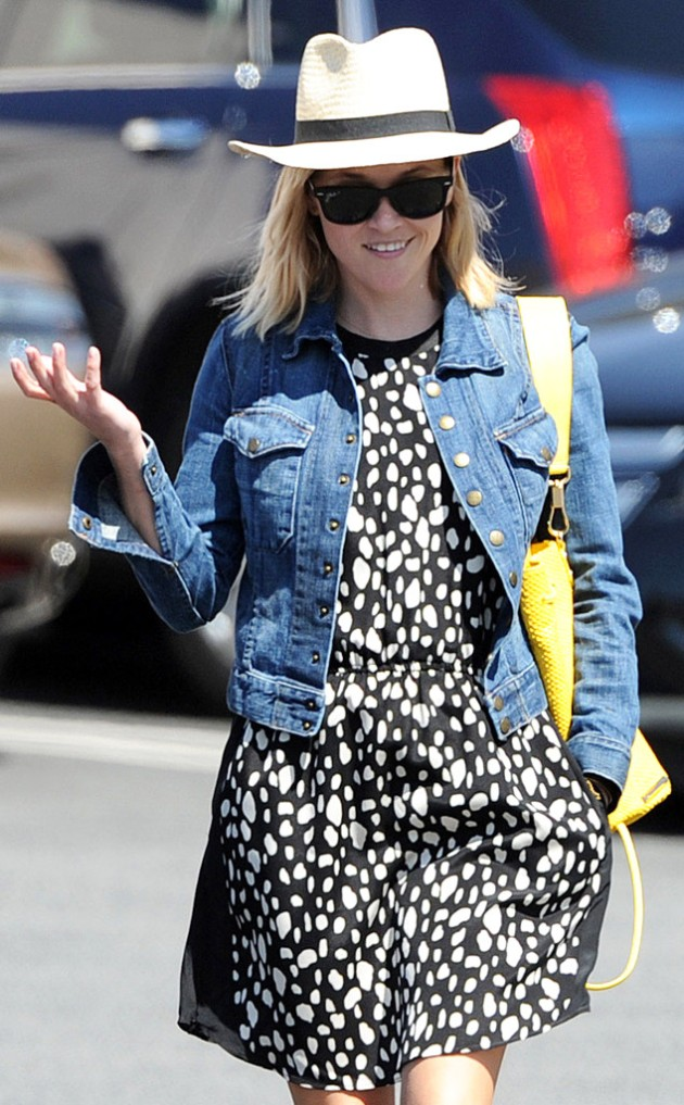 rs_634x1024-140317161557-634.Reese-Witherspoon-Hat-Brentwood.ms.031714